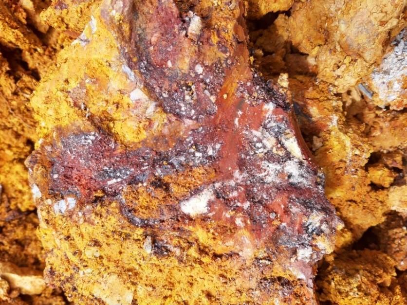Peranggih-Massive quartz breccia with quartz veins